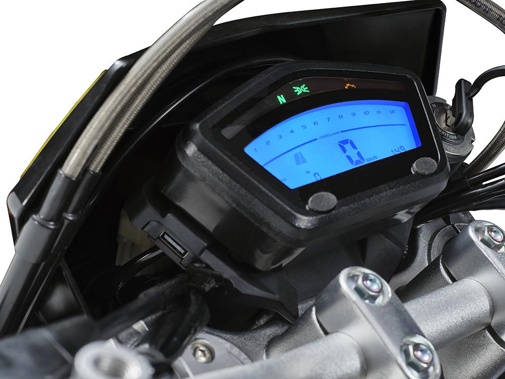 SWM Motorcycles SM125R display blu